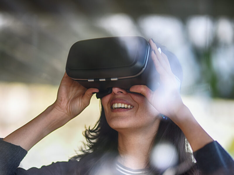 VR Application in Marketing the Travel & Tourism Industry